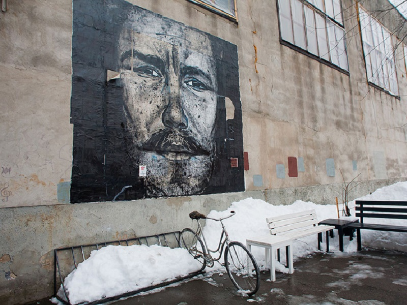 Oktyabrskaya: Revolution Turning Industrial Street into Works of Art